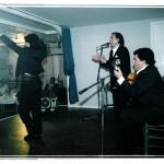 Actuación  de  Chano Lobato y su hijo a  la  guitarra,  foto  de la izquierda al baile David Morales.
