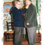 Insignia a Pedro Navarro, entrega Juan García Santana.